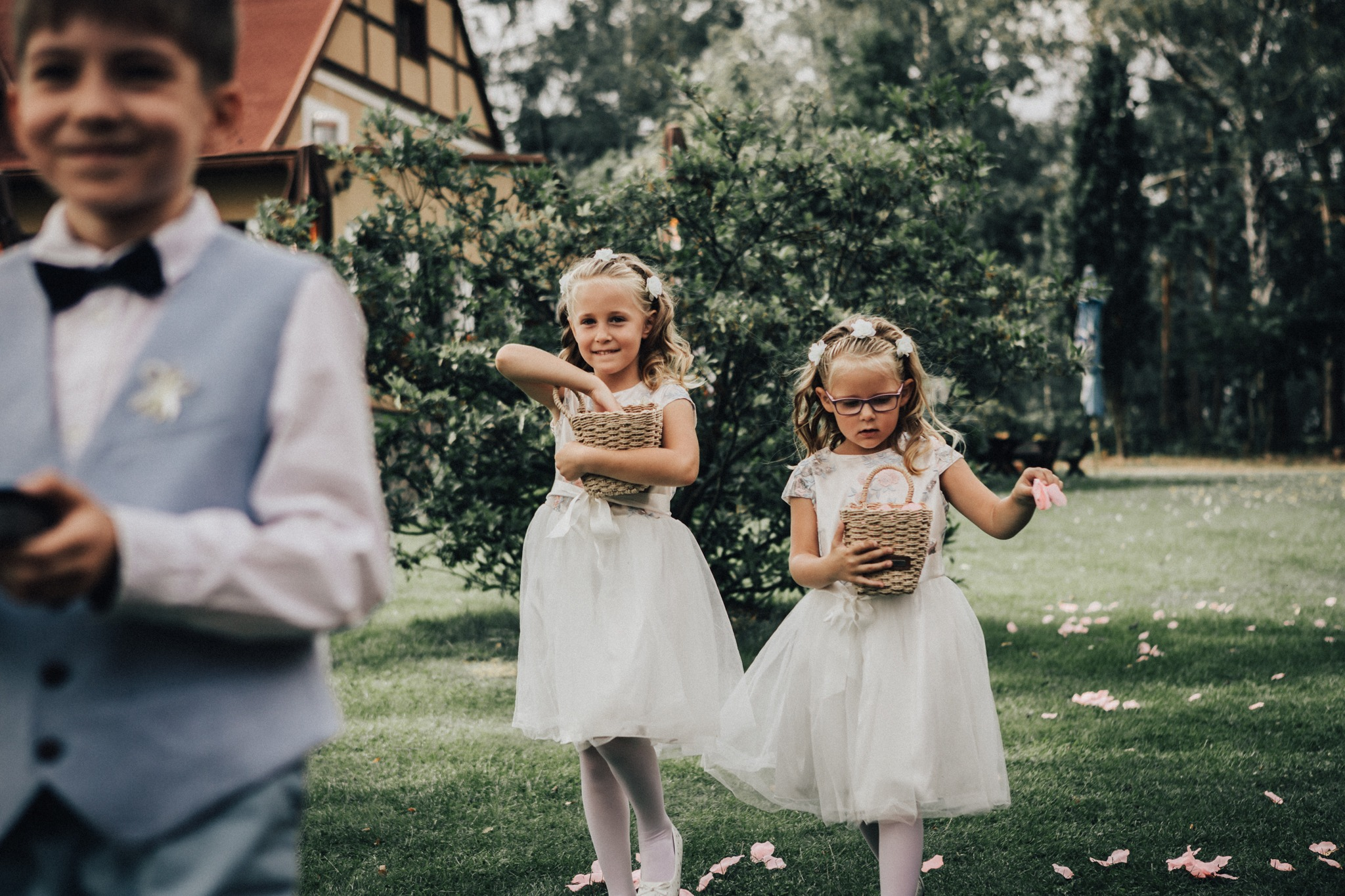 družičky špalír svatba