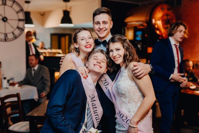 maturitní ples společné foto